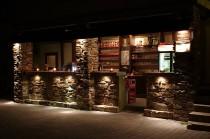 bar zahradní restaurace v noci